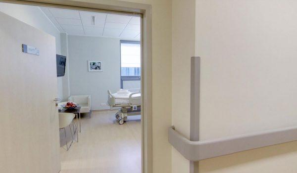 2 piętro – Interna – Hall z widokiem na pokój pacjenta