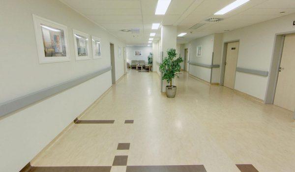 1 piętro – Położnictwo Hall przy głównej recepcji